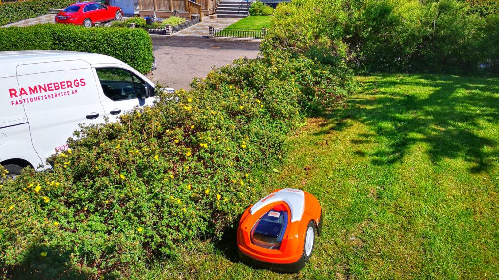 installation och service av robotgräsklippare.