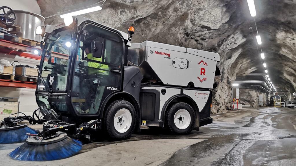 sopmaskin Multihog CV350 för underhållssopning, isgrus upptagning och sandsopning.